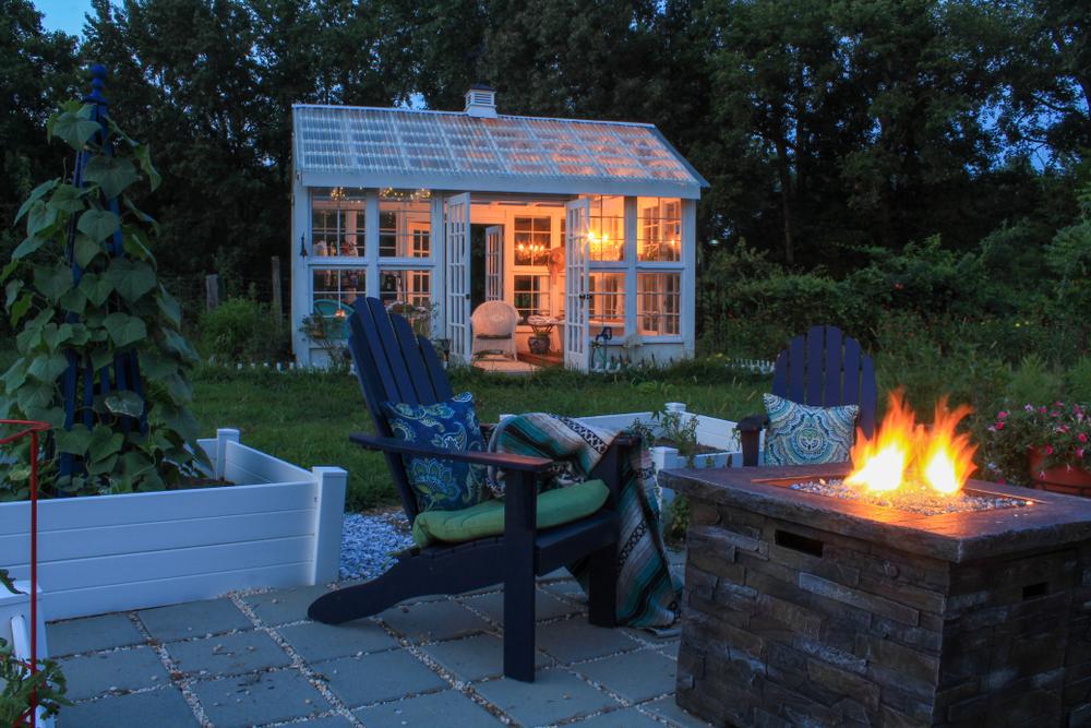 växthus upplyst kvällstid